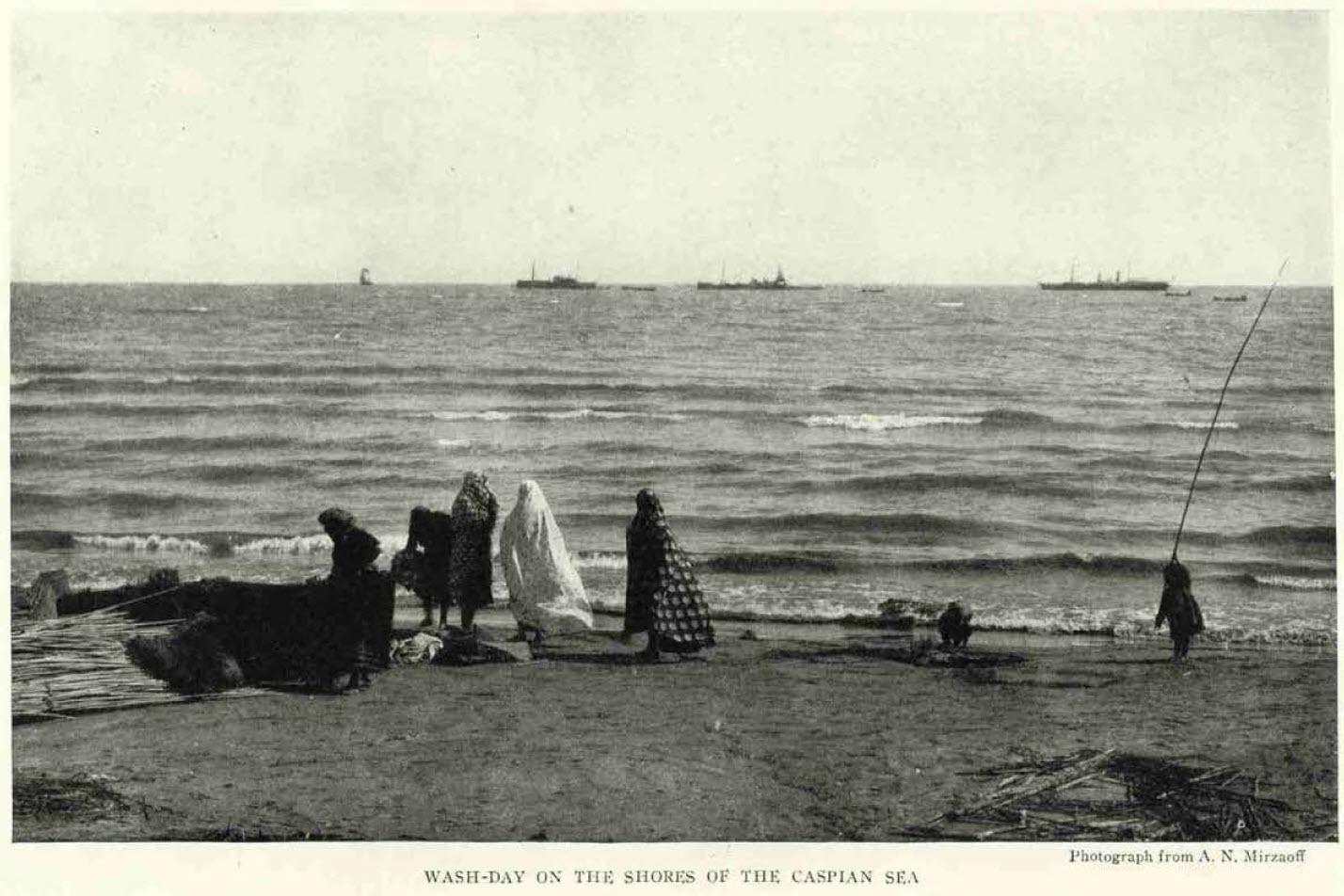 شستشو در کرانه دریای خزر