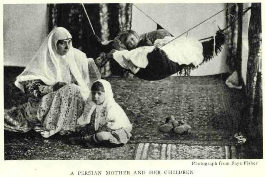 مادر ایرانی و کودکانش