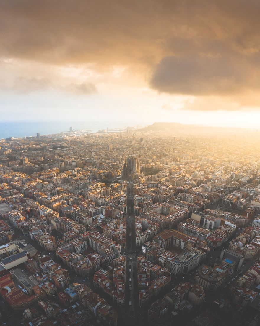 One-of-the-most-amazing-sunsets-in-Barcelona-by-alvarovaliente_-Spain-5ee34a5a86416__880